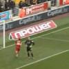 VIDEO: La clamorosa incomprensione tra difensore e portiere