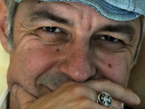 Il cantautore Davide Van De Sfroos (immagine dal web)