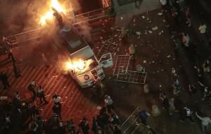 Gli scontri tra manifestanti e forze dell'ordine (foto dal web)