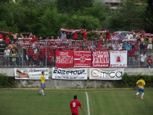 I tifosi del Sulmona (foto dalla rete)