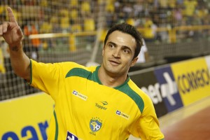 Falcao celebra un gol  (foto www.publico.pt)