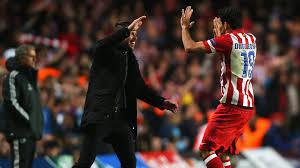 Simeone e Diego Costa festeggiano con Mourinho deluso sullo sfondo  (www.skysports.com)