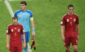 I calciatori spagnoli dopo la sconfitta contro il Cile  (foto www.heraldo.es)