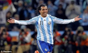 Carlos Tévez con la camiseta albiceleste  (foto  www.dailymail.co.uk)