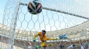Il gol decisivo di Hummels alla Francia  (foto www.cbc.ca)