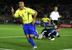 Ronaldo segnò una doppietta alla Germania nella Finale del 2002  (foto www.goal.com)