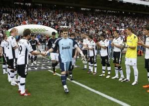 Il Valencia accoglie nel suo stadio il Real Madrid campione del Mondo  (foto www.turealfortuna.com)