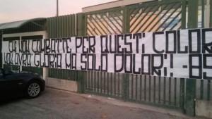 Lo striscione dei tifosi del Chieti (foto: ilcentro.gelocal.it)