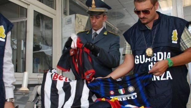 Guardia di Finanza e Calcio (foto: gazzetta.it)