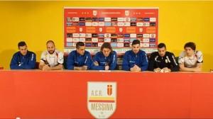 I calciatori del Messina leggono il comunicato