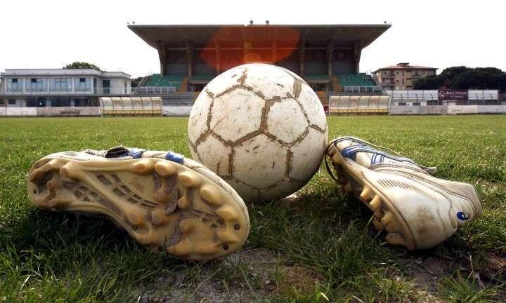 Pallone e scarpe da calcio