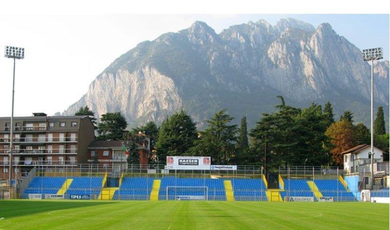 La curva dello stadio di Lecco