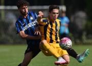 Lubomir Tupta in azione con la maglia del Verona