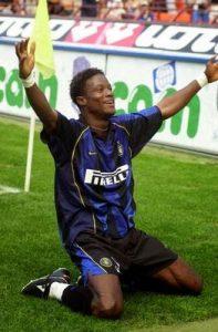 Esultanza di Kallon con la maglia dell'Inter