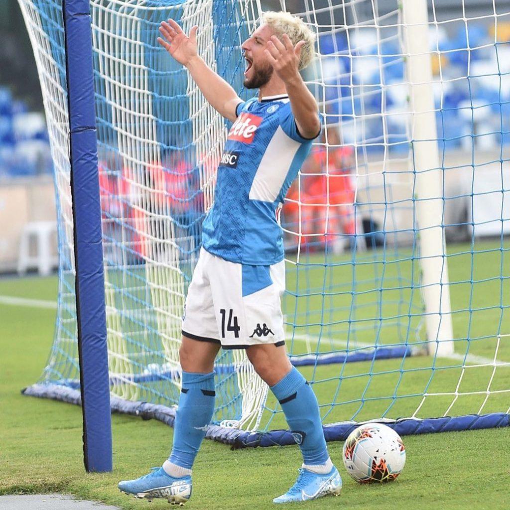 Dries Mertens esulta dopo un gol