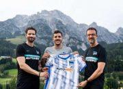 Jovetic con la nuova maglia dell'Hertha Berlino